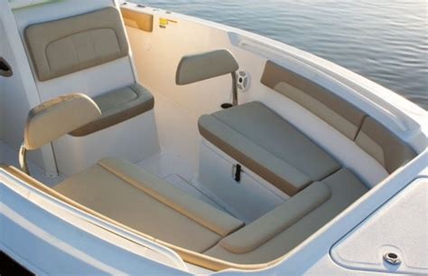 Bow Console Boat by 12 Important Features In A Center Console