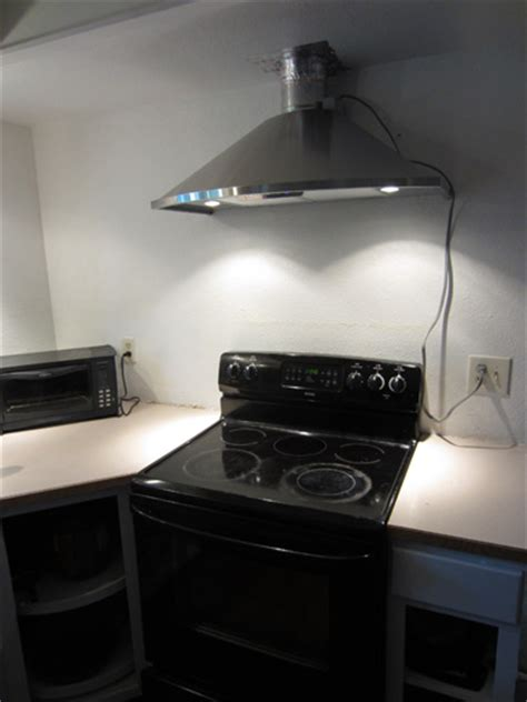 budget diy kitchen remodel contractor  range hood