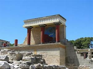 What Was the Role of the Minoan Palaces in Ancient Greece?