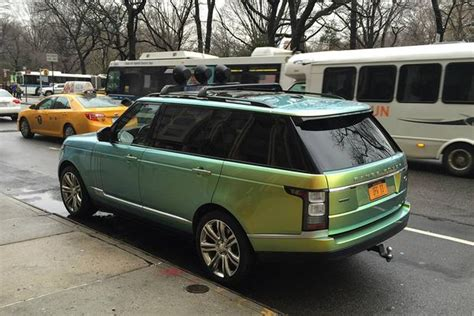 i spotted this range rover with color changing paint
