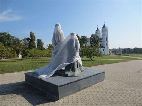 Aglonā atklās pretrunīgi vērtētu pieminekli Lietuvas ...