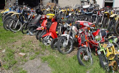 Boat Junk Yard Dallas by Live Motorcycle Salvage Yard Auction June 5 2004 Dallas