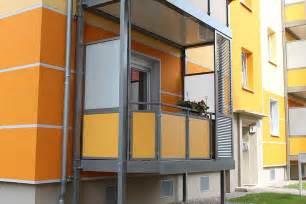 glas fã r balkon excellente balkonverkleidung kunststoffplatten installation gestaltung optionen