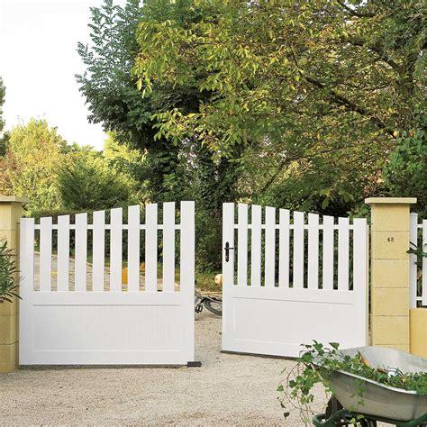 cuisine bois et blanc laqué portail battant pvc nantes blanc naterial l 300 leroy