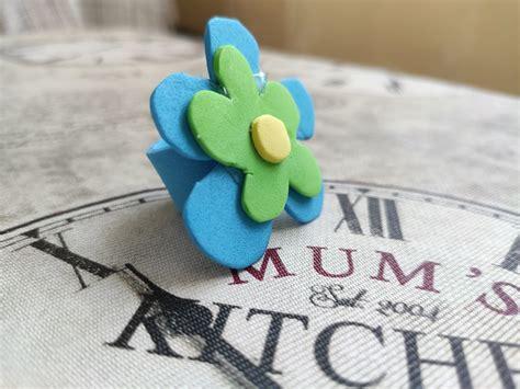 Anillo de flor con goma eva para hacer con niños
