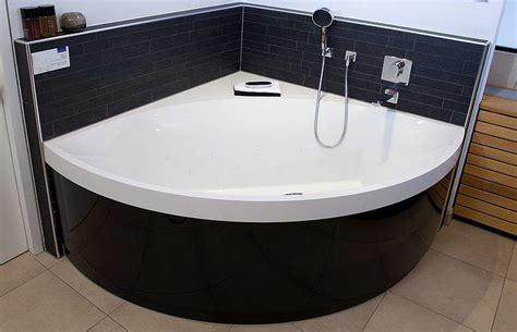 villeroy und boch badewanne whirlpool villeroy boch squaro eck badewanne ubq145sqr3pbv 01 megabad
