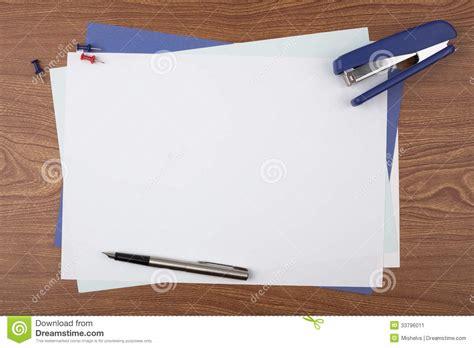 papier bureau feuilles d 39 accessoires de papier et de bureau sur la
