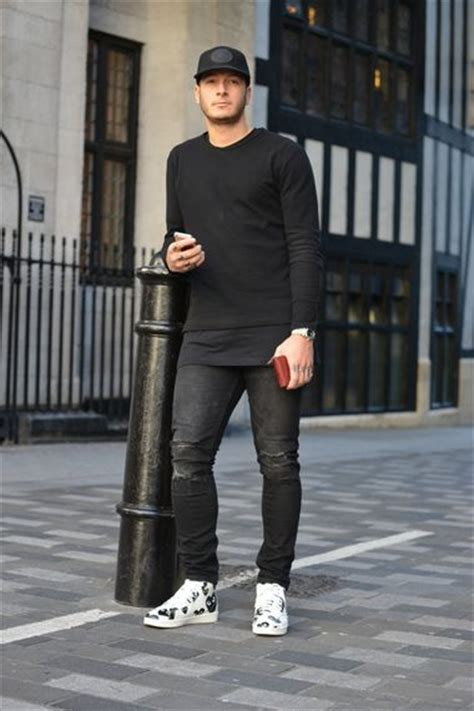 Wearing Black Sweatshirt With Ripped Jeans Sports