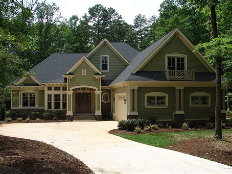 One-story Craftsman House Plan