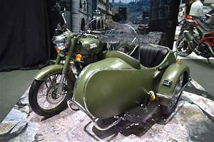 Sidecar Royal Enfield : royal enfield classic 500 with sidecar grabs attention at 2017 bims ~ Medecine-chirurgie-esthetiques.com Avis de Voitures