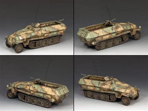 German Sdkfz 251 Half Track (tricamo)  Hobby Bunker
