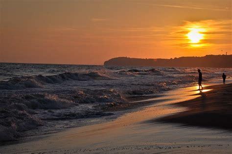 No limit in file size, no registration, no watermark. Image libre: lever du soleil, silhouette, vague, plage ...