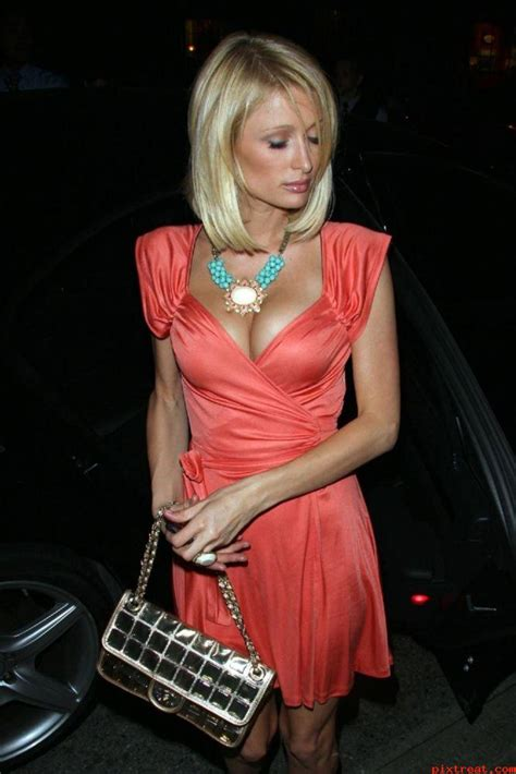 paris hilton huge cleavage show hot actress sexy pics