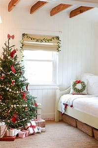 Bed Decoration Lights 21 Cozy Christmas Bedroom Décor Ideas Shelterness