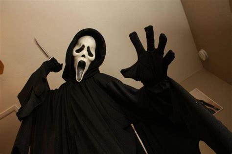Scream 2 Ghostface Cosplay.