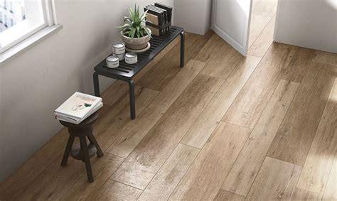 carrelage imitation parquet bois 224 l int 233 rieur de la maison les grosses planches reproduisent