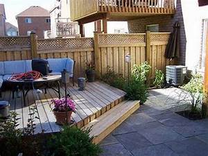 23 small backyard concepts how to make them appear for Small backyard landscaping designs
