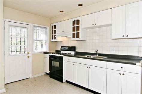 backsplash with white cabinets kitchen backsplash ideas white cabinets black countertops
