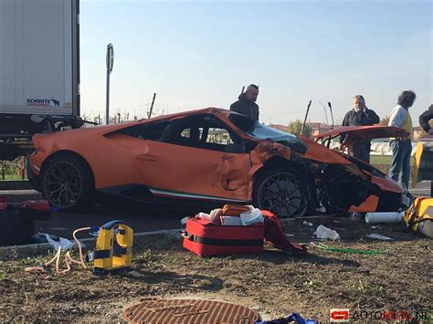 crashed lamborghini huracan huracan performante crashed close to the lamborghini factory