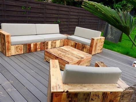 canapé jardin bois comment fabriquer un fauteuil en palette pour