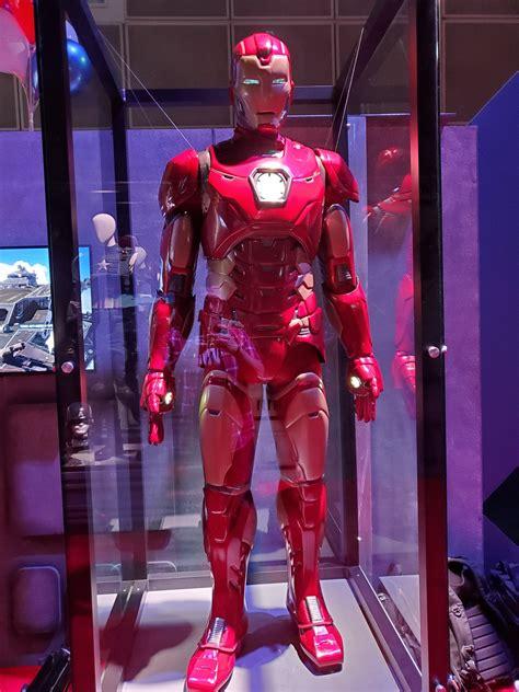 como se ven los trajes del videojuego de marvels avengers en persona