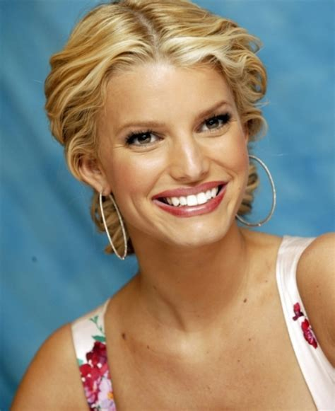 25 Awesome Jessica Simpson Hairstyles   CreativeFan