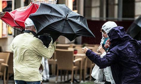 Trešdien Latviju sasniegs plašs lietus un stiprs vējš ...