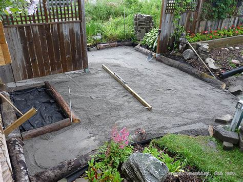 Laying Patio Pavers Instructions by Laying Pavers For A Walkway Diy Garden Pavers The