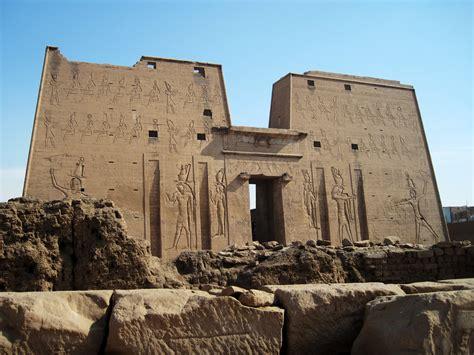 Las Tempel Velcro No 240 file edfu tempel 14 jpg wikimedia commons