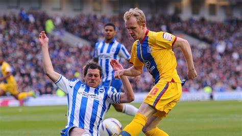 Championship: Brighton captain Gordon Greer puts pen to ...