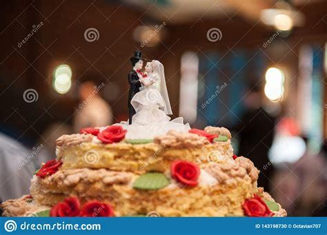 bride  groom figures   sugar  top  wedding
