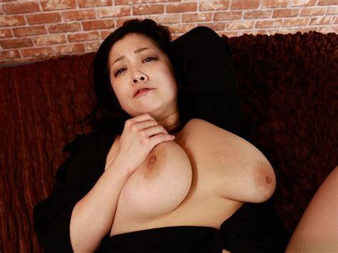 Minako Komukai Busty Japanese Girl Photo Gallery Porn