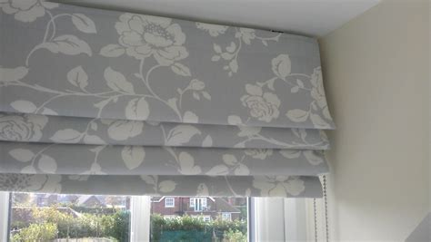 Matching Curtains And Roman Blinds (#15 Of 15 Photos Patterned Thermal Curtains Standard Curtain Rod Lengths Design Kitchen Ideas For Living Rooms Pictures Of Bedroom Blackout Window Pea Green Navy