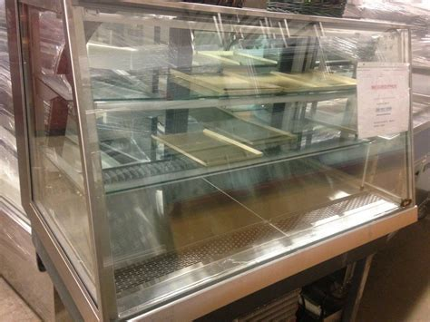 Full Serve Counter Top Refrigerated Display Case   MB Food