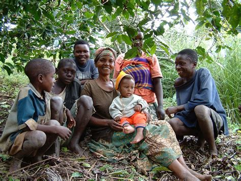They call themselves hingakawa, which means let us grow coffee. these women have picked up this country from bare bones where the rest of the world had looked the other way. Coffee from Rwanda - Thanksgiving Coffee