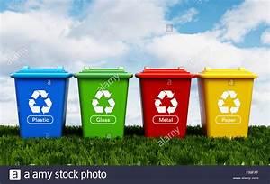 Papier Auf Glas Kleben : kunststoff glas metall und papier recycling beh lter stehend auf dem gr nen rasen stockfoto ~ Watch28wear.com Haus und Dekorationen