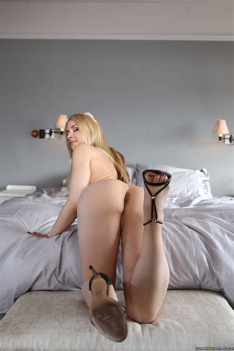 Horny Blonde In Sexy Lingerie Gets Deeply Penetrated