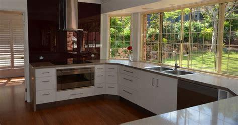 Large Bright U Shape Kitchen Design   Kitchen Renovations