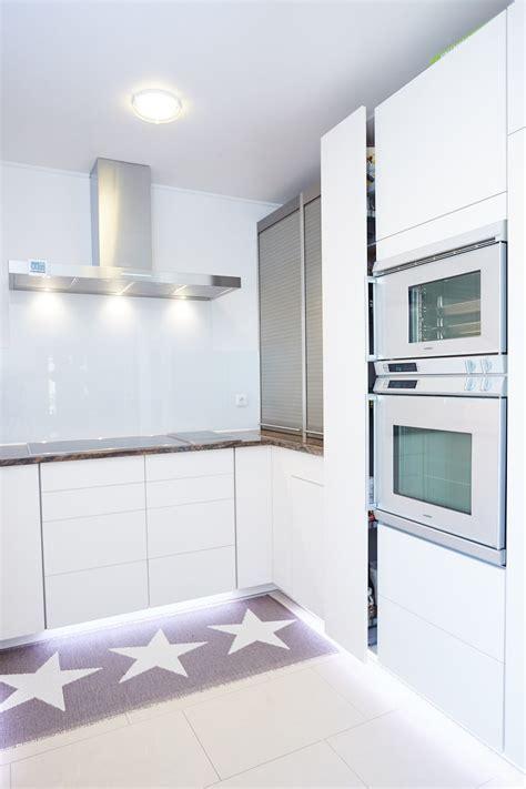 Helle Küche Dunkle Arbeitsplatte by Helle K 252 Che Mit Dunkler Arbeitsplatte Elha Service