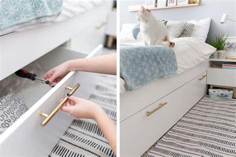 Bett Dekorieren Ikea by 21 Best Ikea Storage Hacks For Small Bedrooms