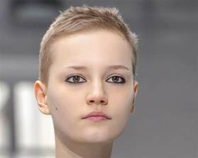coupe de cheveux femme courte coupe de cheveux court femme visage ovale