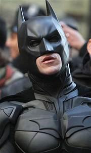 Christian Bale's Batman suit arrives on the set of The ...