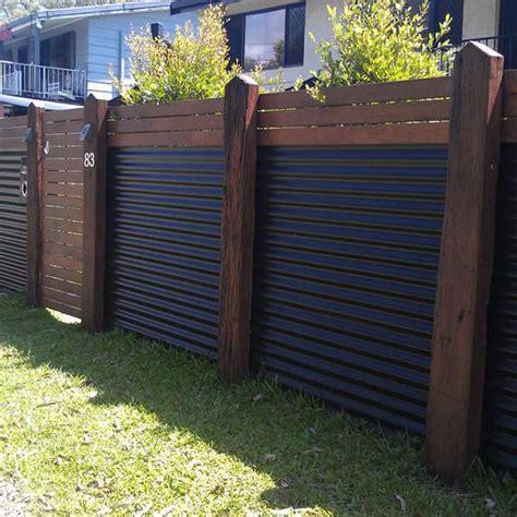 Zaun Holz Metall by 10 Modern Fence Ideas For Your Backyard The Family Handyman
