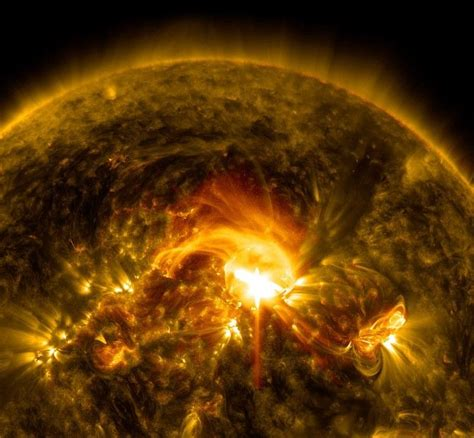 NASA' s Solar Dynamics Observatory captured this image of ...