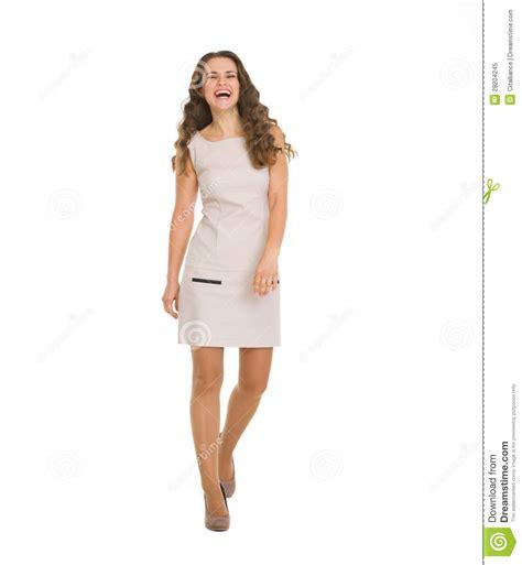 kleid das schlank macht junge frau im kleid das schritt nach vorn macht stockbild