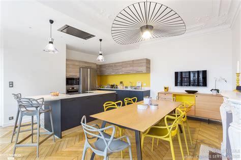 cuisine dans salon cuisine moderne dans un appartement haussmannien coralie