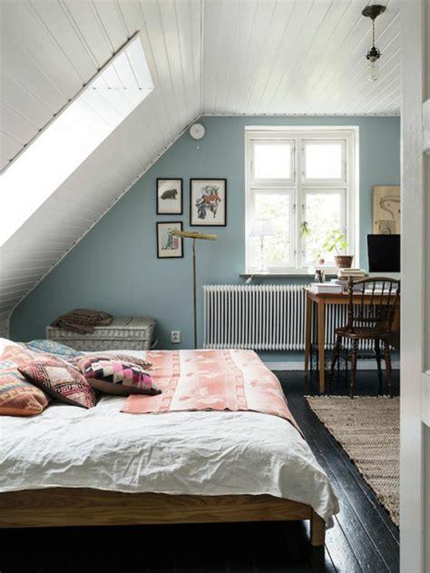 peinture chambre sous pente deco chambre lambris deco chambre lambris besancon stores
