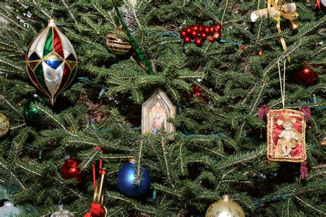 the story of the christmas tree symbol of christianity