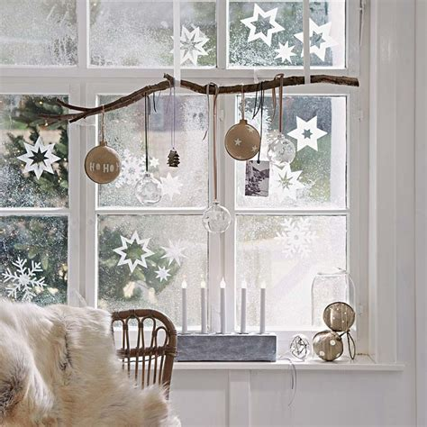 Dekoideen Weihnachten Fenster by Waiting For Santa Ideas On How To Decorate Your Windows