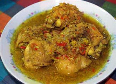 Resep ini sangat cocok untuk kamu yang menyukai hidangan berkuah dan pedas. Resep Ayam Betutu Kuah Lezat Khas Gilimanuk Bali Dan Sambal Matah - Resep masakan
